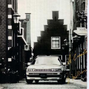 モノクロの自動車広告