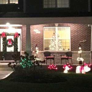 アメリカ家庭のクリスマス!おしゃれでゴージャスな屋外の飾り付け