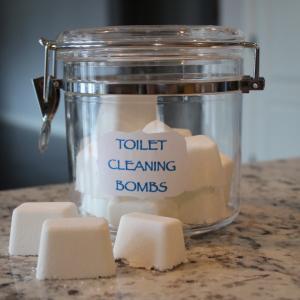 トイレ用洗剤を使った手作りクリーニングボムの作り方