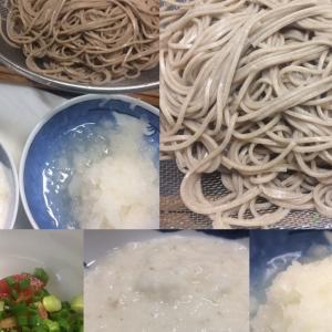 今日のお昼は、お蕎麦を湯がいて、、、山芋を摺りこんで、、、