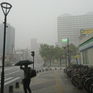 大雨雷雨でえらいことに!ショッピングモールが冠水なう