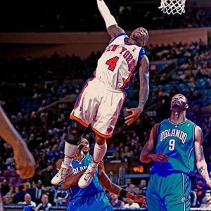 【NBA】ユーチューバーが元NBAダンク王のロビンソンをKO
