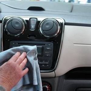 車のシートの匂いを消したい!