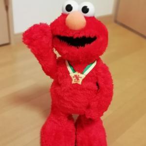 暴れん坊1歳児が驚くべき成長を遂げたきっかけは、みんなが知ってる赤いモンスター!🧸エルモだった?!