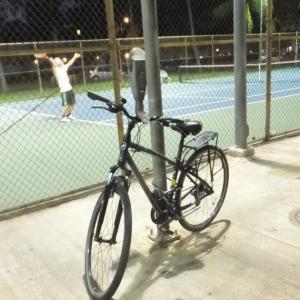 自転車でコートに