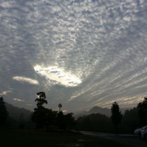 秋から冬へ季節の変わり目に見られる雲