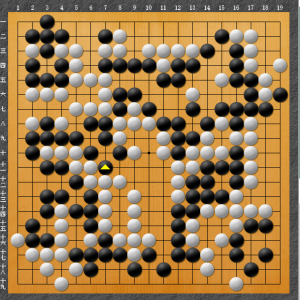 【囲碁】私の実戦から:地中に手あり。