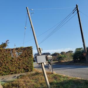 小さな畑 今度は電柱が折れています。
