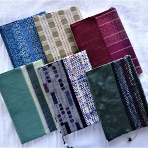 織り布でブックカバー