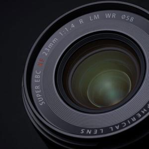 FUJIFILM XF23mmF1.4 R LM WR。新世代「大口径プライム」第3弾を新発売。