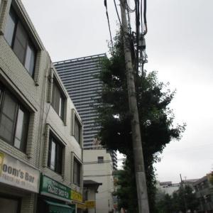 またポツポツ雨が降り始めた八王子駅南口周辺(2020年7月10日)