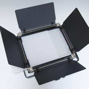 テーブルフォトが撮りやすいLEDビデオライト
