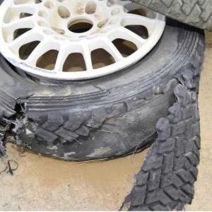 タイヤバーストを避けるための対策とは