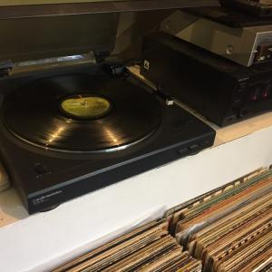 素敵な単目的デバイス、レコードプレイヤー: The cool single purpose device–record player: