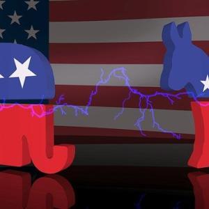 米大統領選挙の討論会は、わがままな子供のおかげで「討論」では無かった。