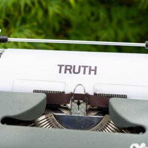 [アメリカの現状] 陰謀説、違う真実、ソーシャルミディア、キューアノン