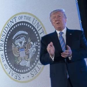 米大統領紋章が改ざん(一年前の記事ですが。)