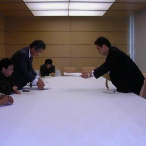 宝塚市の中川市長が引退へ 「旧日本軍による遺棄毒ガス中国人被害者国家賠償請求事件」で大変お世話になりました