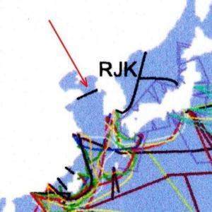 「東洋経済ニュース」>インターネット「海底の動脈」の知られざる全容 世界の枢要であり安全保障上のリスクをはらむ<(一年前の記事ですが。)
