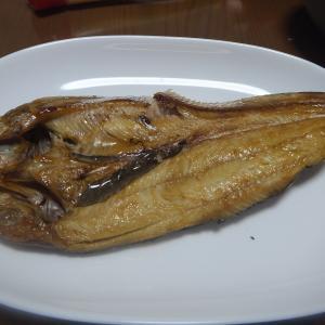 なぜか スナックからもらった 魚を焼いて食う