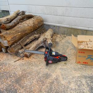 流木の薪作り