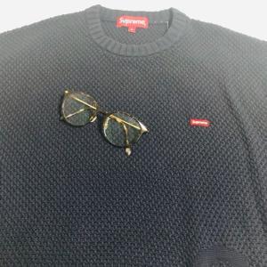 メガネとニット。