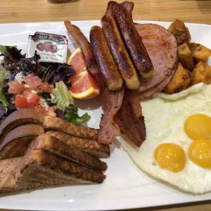 【画像】アメリカ人の平均的朝食の量がこちら