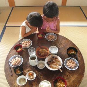 【画像】Twitterで1.2万人が「いいね」した日本人の古き良き食卓の風景がこちら