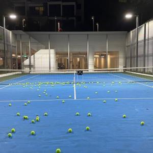 テニスコートでひとりぼっち