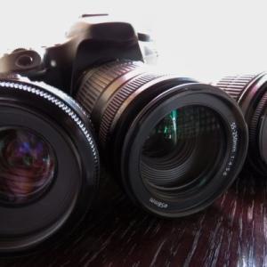 単焦点レンズの選び方【元カメラ販売員のレンズ沼にハマらない方法】