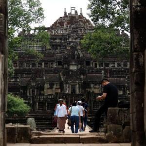 遺跡自体が涅槃像のバプーオン。そしてカンボジア雨季の洗礼…