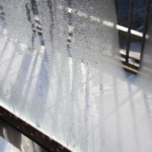 冬の窓ガラスの結露対策!長年アルミサッシとガラス窓の結露に悩まされ続けた山猫がたどり着いた対策グッズ!結露対策の裏技です!
