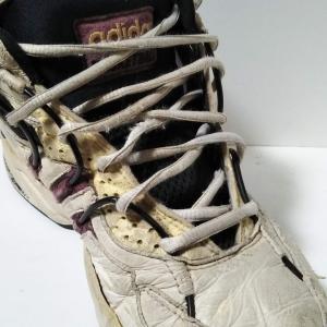 古いバッシュー 靴底の貼り直しっ!