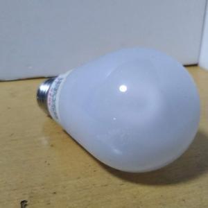 エコ電球とは言うものの、この長さはナゾだ?