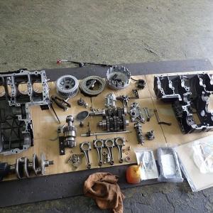 CB750FB ボルドールⅡ フルレストア:エンジンの腰下を組む回