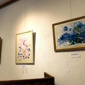 初個展スタート! 読売新聞の記事に『絵画や書 自由な世界』
