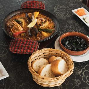 エルカミーノ佐鳴台 パエリアやアヒージョが人気!本格的なスペイン料理が食べられるお店