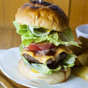 Fuku cafe 春野ジビエや天竜ハムの豪華ハンバーガーが味わえるお店!