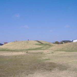 遠見塚古墳と桜