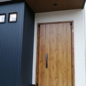 【Web入居前内覧会】 玄関・シューズクローク・階段