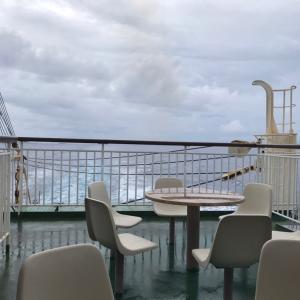 ◆荒れた海に出港、最後に小笠原無線局へ御礼交信