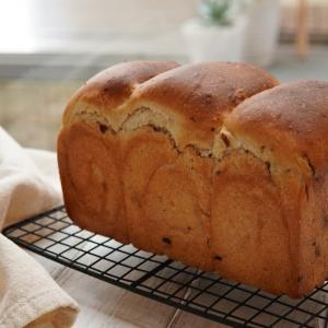 レーズンたっぷりの食パン