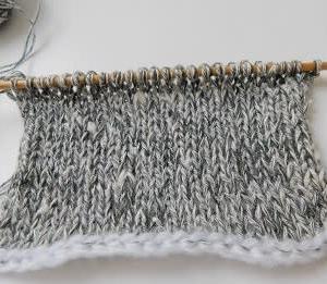 針抜き模様を手編みで