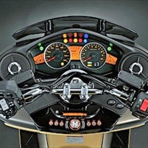 バイクのヘルメットにスピーカーを取り付けるのは違法か