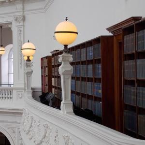 [クロスステッチ刺繡] The Library 出入り口付近の建具