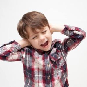 【隣がうるさい!】騒音トラブルの対処法と注意点ー初期費用安・仲介手数料無料ー