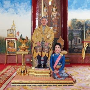 タイ国王の、配偶者のシリナート,ウォンワチラーパックさんが、あらゆる称号を剝奪される。