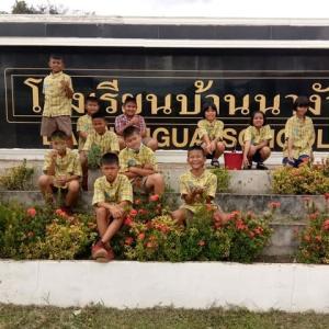昨日、生徒たちは 校庭のクリーニング。