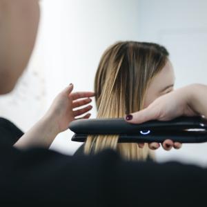 持ち運びに便利!美容師おすすめのミニヘアアイロン7選【旅行にも最適】