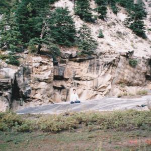 大きな石と瞑想